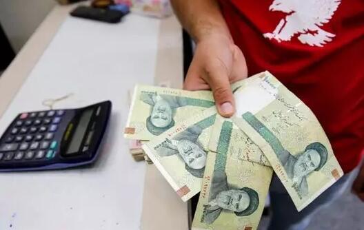 伊朗允许央行通过干预外汇市场来保护里亚尔